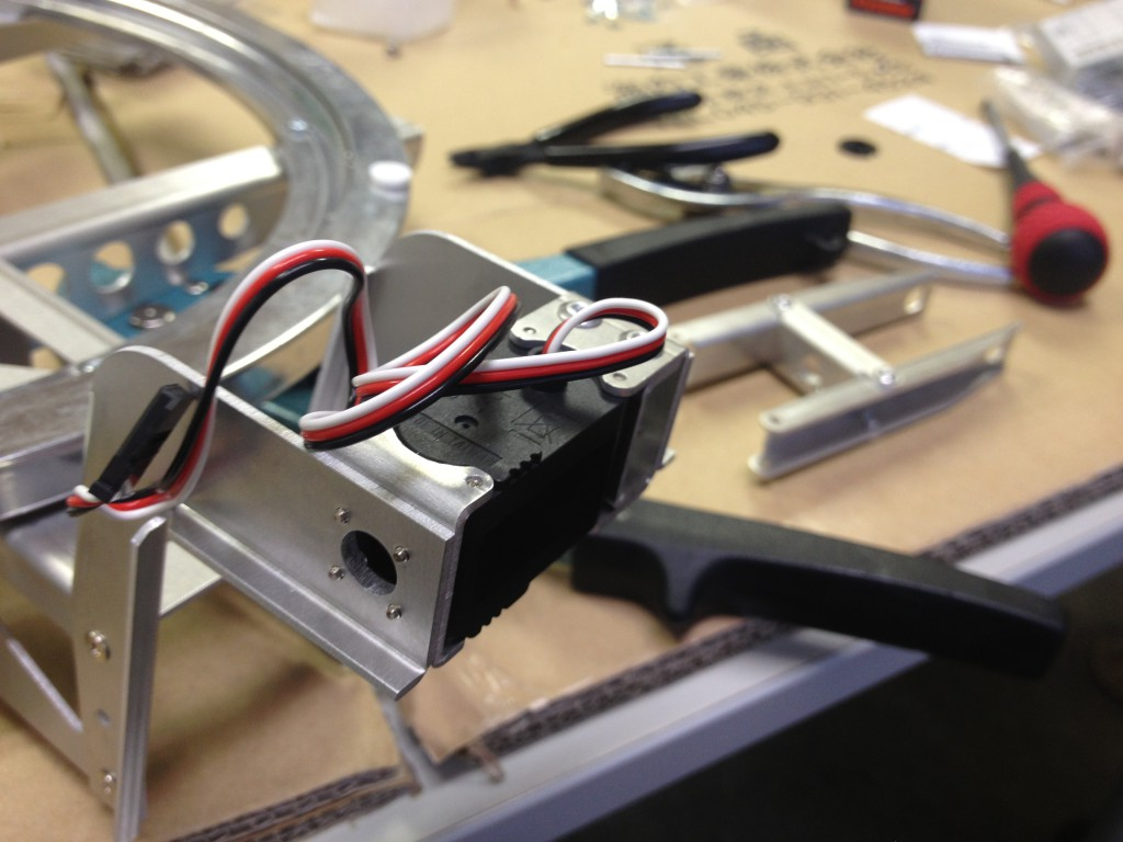 ロボット サーボ部分 板金
